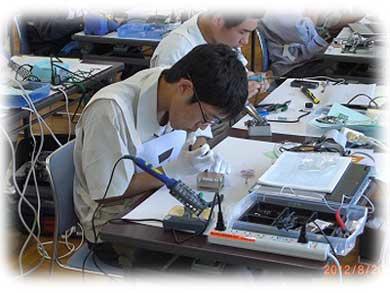 関東大会 回路製作の様子